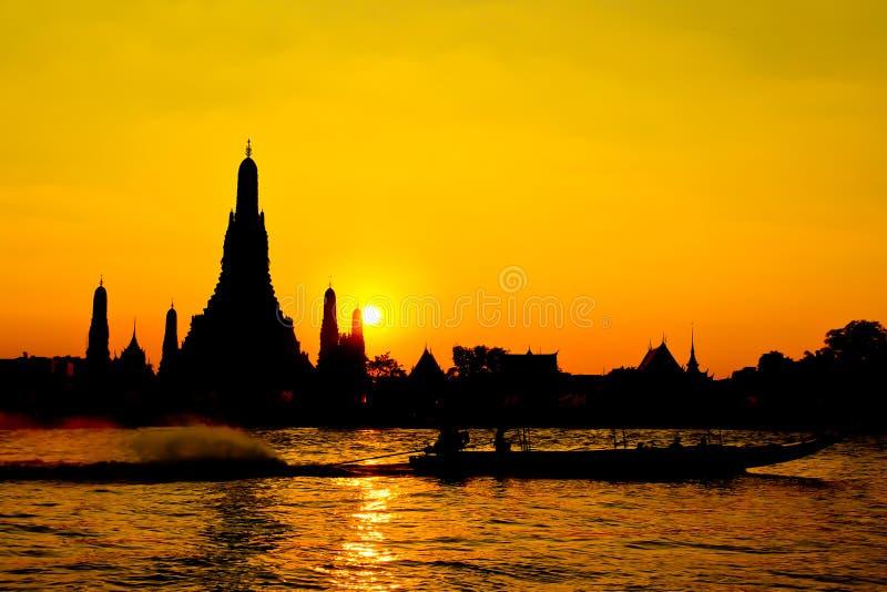 Download Wat Arun Tempel In Bangkok Thailand Stockbild - Bild von asiatisch, nacht: 26354839