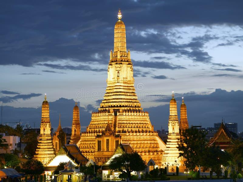 Wat Arun Tempel an der Dämmerung stockfotos