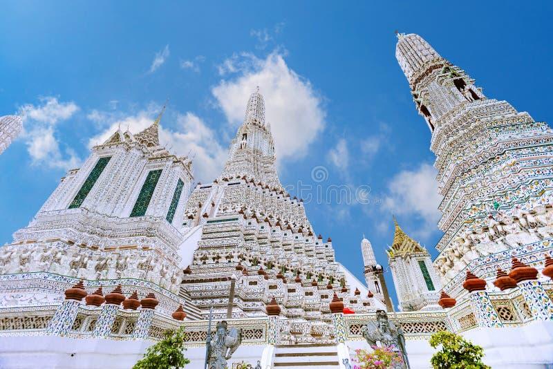 Wat Arun Temple av gryning i Bangkok Thailand royaltyfria bilder