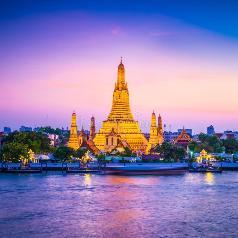 Wat Arun Temple do alvorecer em Banguecoque Tailândia imagens de stock