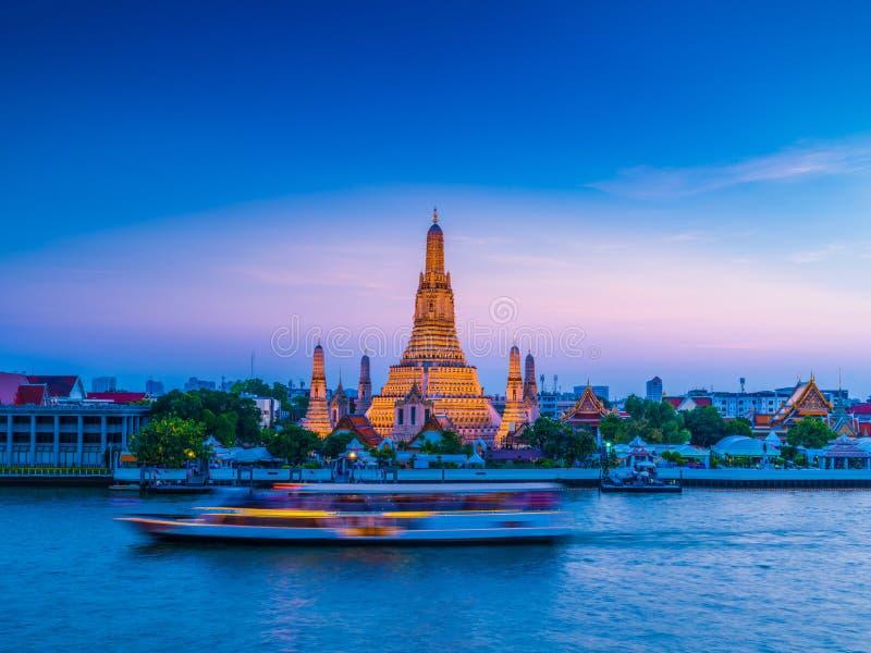 Wat Arun Temple van dageraad in Bangkok Thailand stock foto