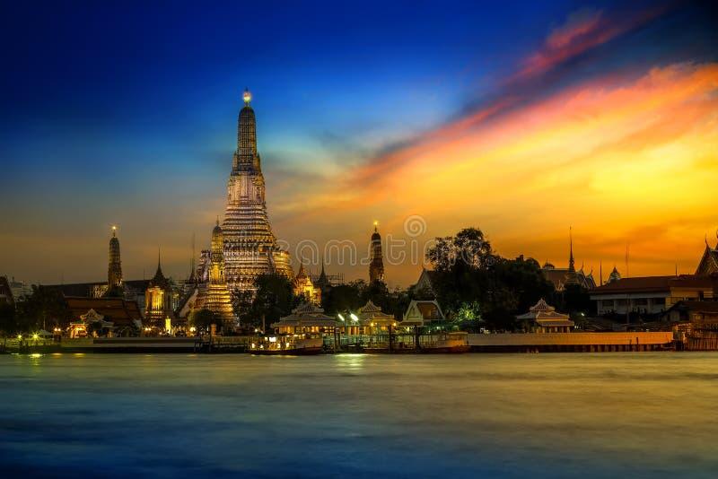 Wat Arun - templet av gryning i Bangkok royaltyfri fotografi
