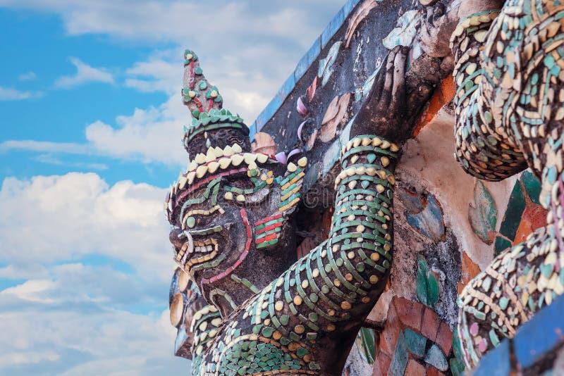 Wat Arun - templet av gryning i Bangkok royaltyfri bild