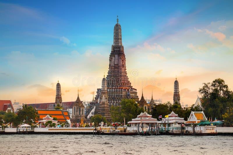 Wat Arun - templet av gryning i Bangkok royaltyfri foto