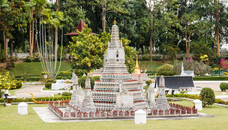 Wat Arunratchawararam Ratchaworamahawihan是其中一个最有吸引力的寺庙在泰国在微型泰国 免版税图库摄影
