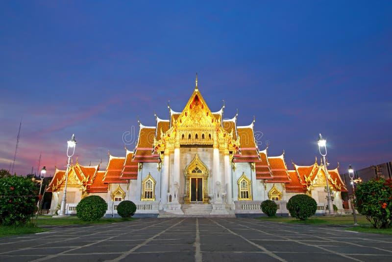Wat Benchamabophit The Marble Temple bei Sonnenuntergang Bangkok, Thailand stockbilder