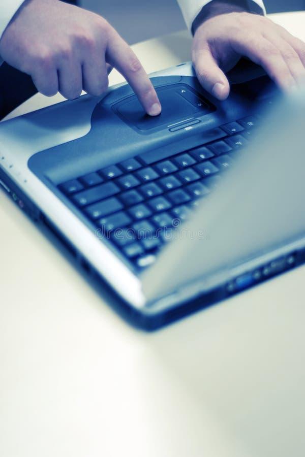 Wat betreft laptop royalty-vrije stock foto