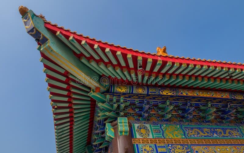 Wat Boromracha Kanchanapisek Anusorn, um templo chinês em Nonthaburi, Tailândia foto de stock royalty free