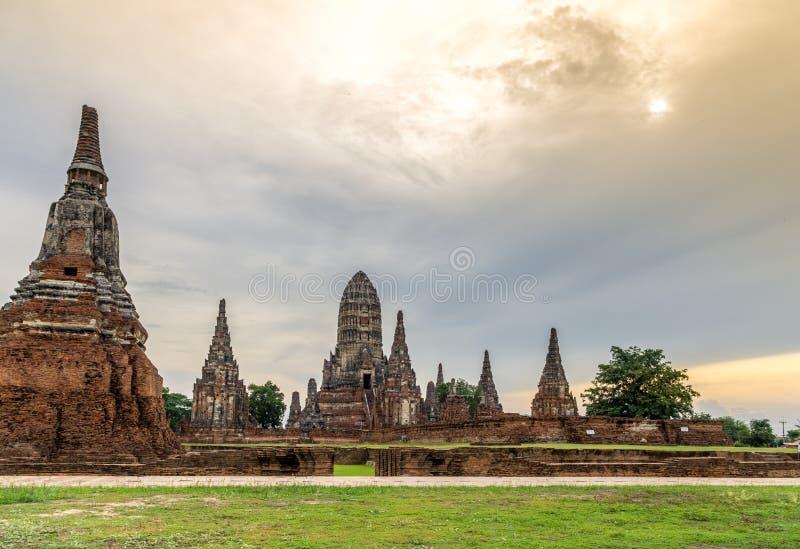 Wat Chaiwatthanaram在市阿尤特拉利夫雷斯,黄昏的泰国。 免版税图库摄影