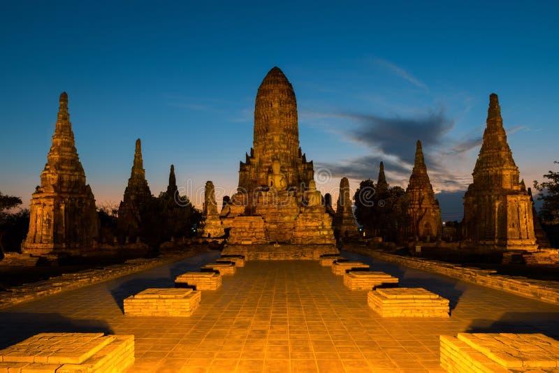 Wat Chaiwatthanaram寺庙在大城府在晚上在Ayu 免版税库存照片