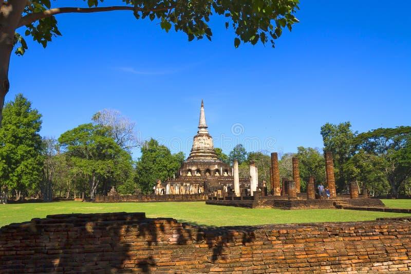 Wat Chang Lom e céu azul fotografia de stock