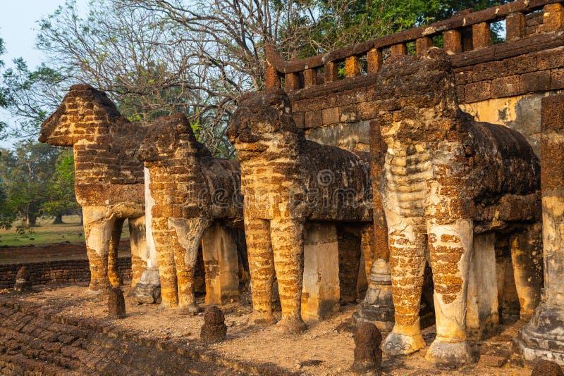 Wat Chang Lom no parque histórico do satchanalai do si, província de Sukhothai, Tailândia foto de stock royalty free