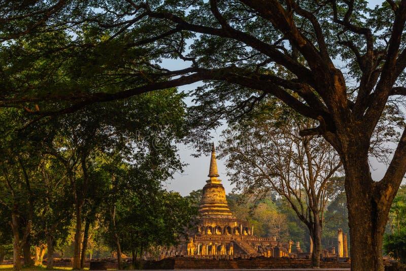 Wat Chang Lom no parque histórico do satchanalai do si, província de Sukhothai, Tailândia fotografia de stock