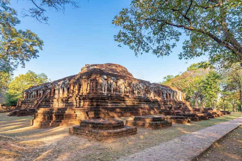 Wat Chang Rob-tempel in het Historische Park van Kamphaeng Phet, Unesco-de plaats van de Werelderfenis stock afbeeldingen