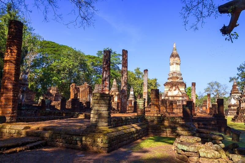 Wat Chedi Chet Thaeo e luz solar imagem de stock