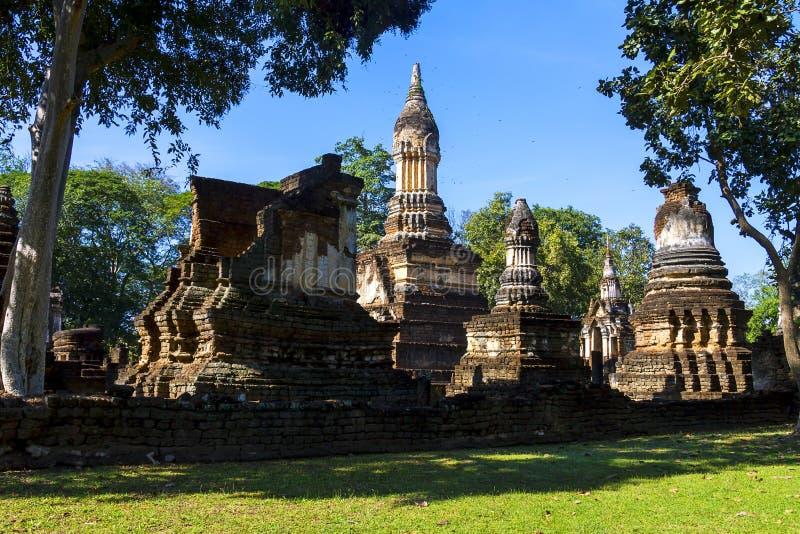 Wat Chedi Chet Thaeo e pagode antigo foto de stock