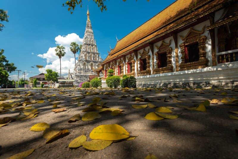 Wat Chedi Liam Wat Ku Kham ou templo do pagode esquadrado na cidade antiga de Wiang Kum Kam, Chiang Mai, Tail?ndia imagens de stock