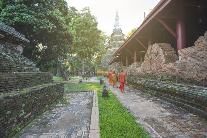 Wat Chedi Luang明亮的天空的城镇Saen, 库存图片
