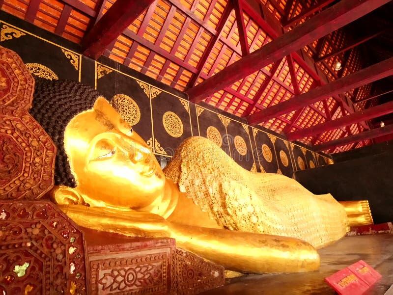 wat chedi luang的清迈泰国睡觉的菩萨 库存图片