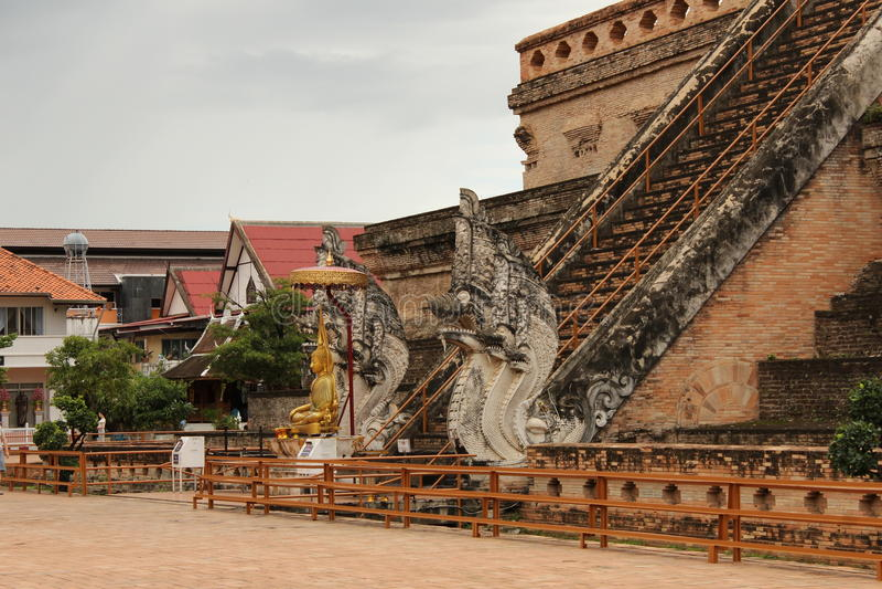Wat Chedi Luang Staircase, Chiang Mai lizenzfreie stockfotos