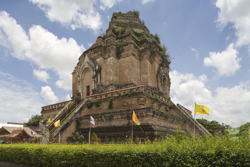Wat Chedi Luang, tempiale in Tailandia fotografia stock libera da diritti