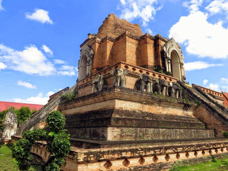 Wat Chedi Luang Temple, een Boeddhistische die tempel in Chiang Mai Thailand wordt gevonden stock afbeelding