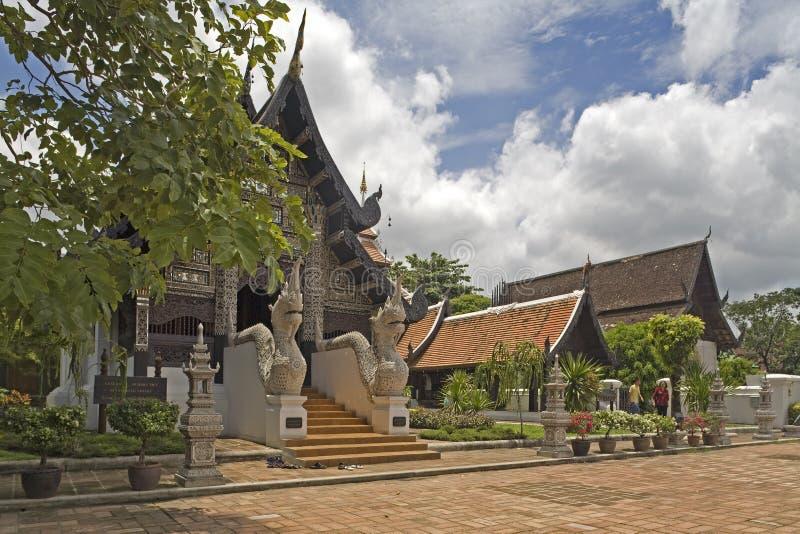 Wat Chedi Luang, templo em Tailândia fotografia de stock royalty free