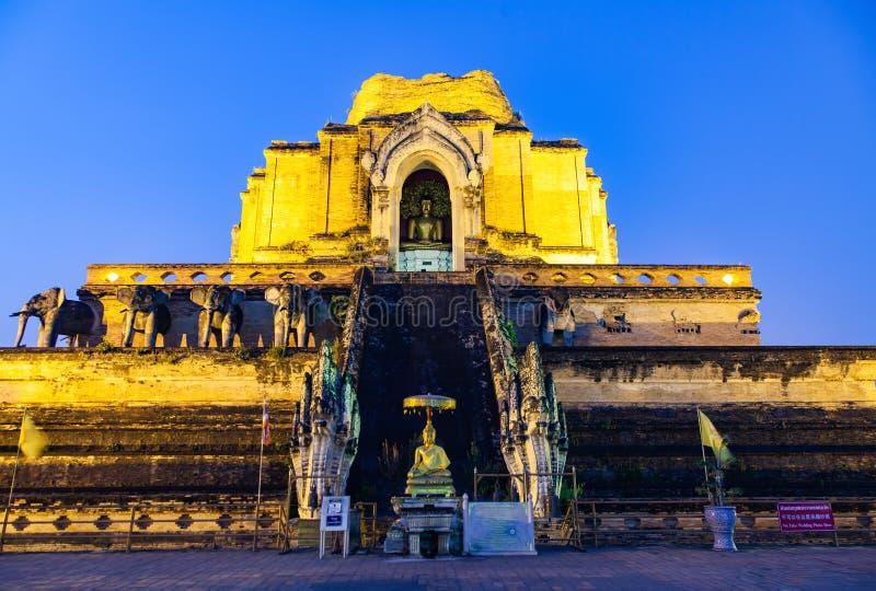 Wat Chedi Luang Varavihara, Chiang Mai, Tail?ndia imagens de stock
