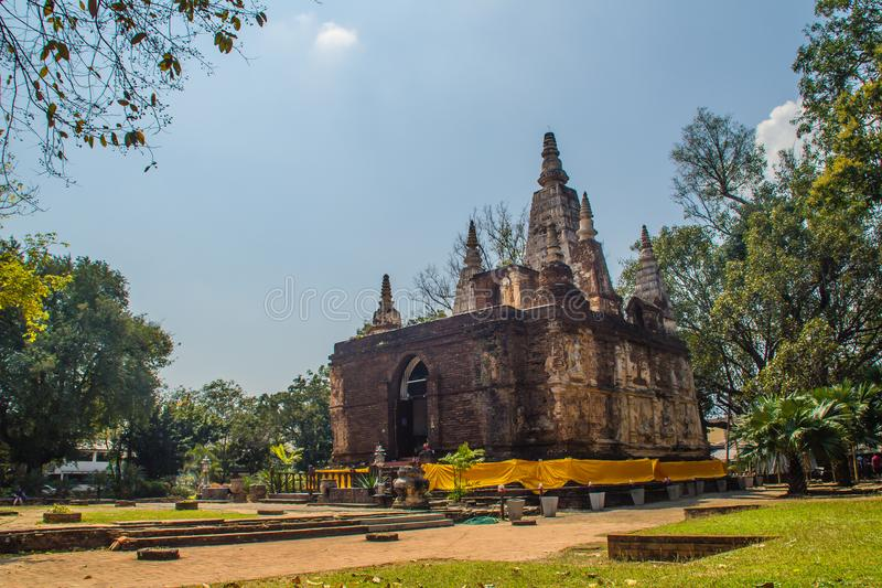Wat Chet Yot (Wat Jed Yod) ή Wat Photharam Maha Vihara, ο δημόσιος βουδιστικός ναός με τη στέψη της επίπεδης στέγης του ορθογώνιο στοκ εικόνες