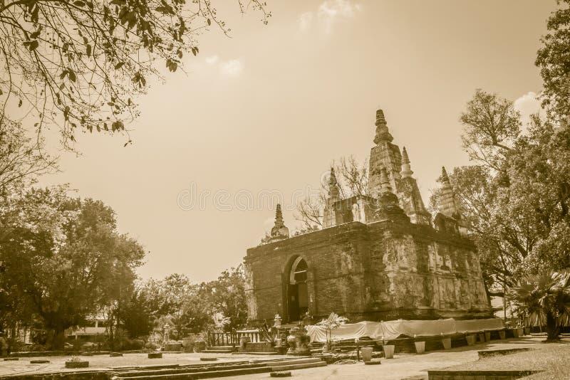Wat Chet Yot (Wat Jed Yod) eller Wat Photharam Maha Vihara, den offentliga buddistiska templet med att kröna det plana taket av d royaltyfria bilder