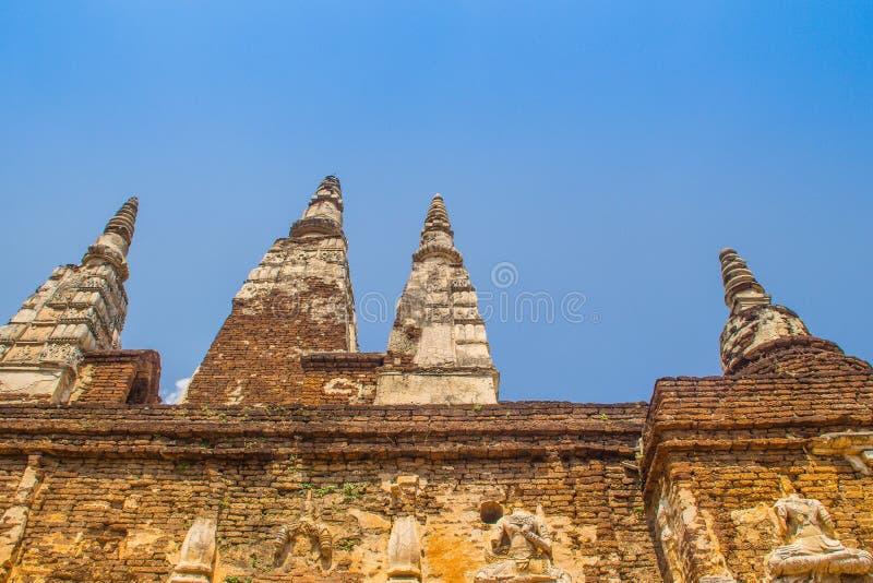 Wat Chet Yot (Wat Jed Yod) eller Wat Photharam Maha Vihara, den offentliga buddistiska templet med att kröna det plana taket av d arkivbild