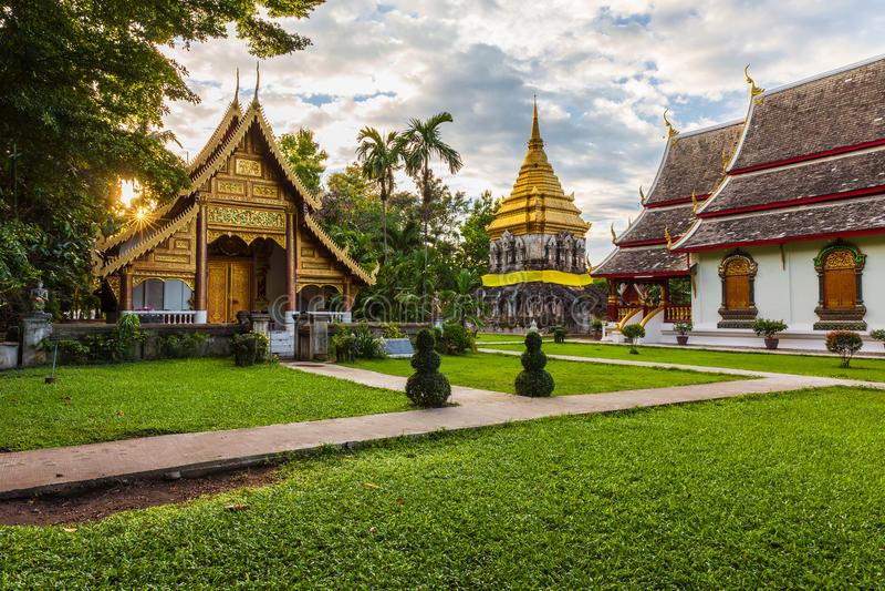 Wat Chiang Man bei Sonnenuntergang, Thailand stockfotografie