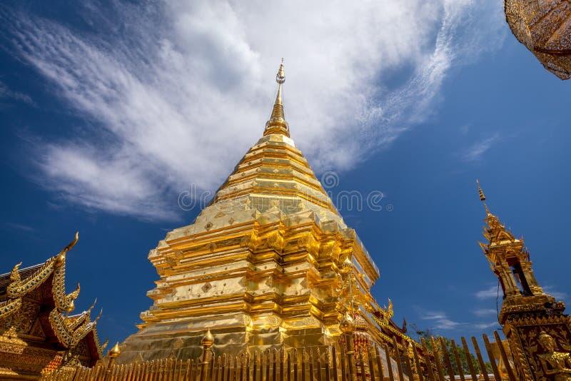 Wat de oro Phra de la pagoda ese chiangmai Tailandia de Doi Suthep imagenes de archivo