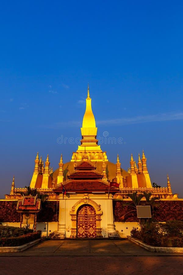 """wat de oro Phra de la pagoda del ‡ del ວຠdel ¼ del ຠdel"""" ຠ""""del ຠdel ² del àº-ຠese Luang en Vientián imágenes de archivo libres de regalías"""