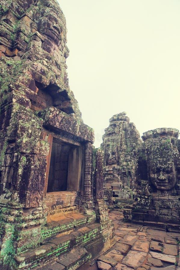 wat de temple de bayon d'angkor photos stock