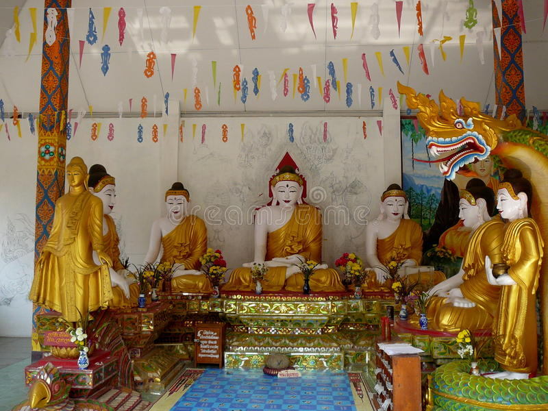 Wat en Mae Sariang, Tailandia fotografía de archivo