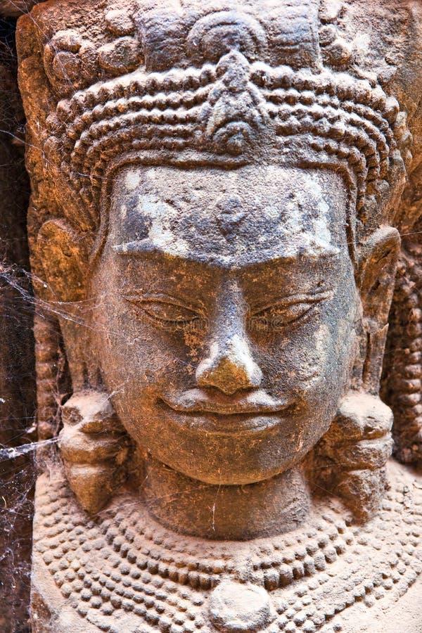wat för sten för framsida för angkorapsara cambodia sniden royaltyfri foto