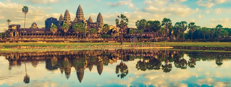 wat för tempel för angkorcambodia solnedgång för den cambodia för angkoren skördar banteay lotuses laken siemsreytempelet cambodi royaltyfri bild