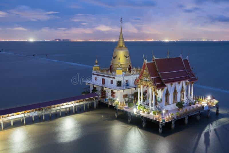 Wat Hong Thong in de schemering stock foto's