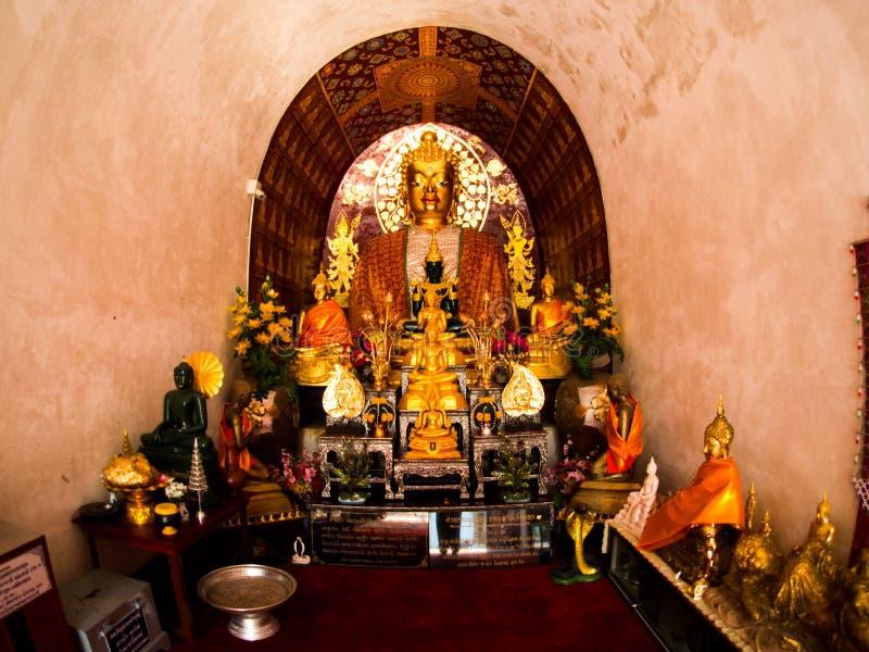 Wat jed-yod, templet i chiangmaien, Thailand royaltyfri bild