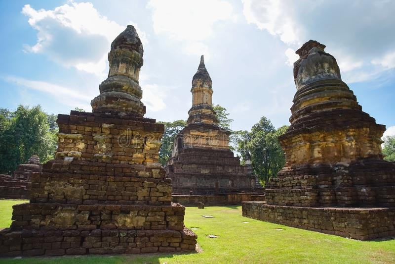 Wat Jedi Jed Teaw tempel i det Sukhothai landskapet, Thailand arkivbild