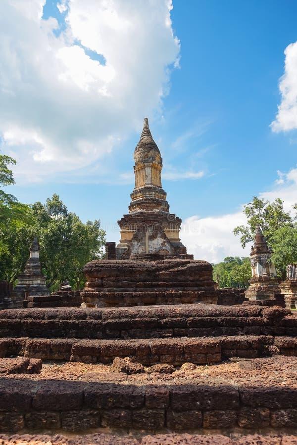 Wat Jedi Jed Teaw tempel i det Sukhothai landskapet, Thailand royaltyfri bild