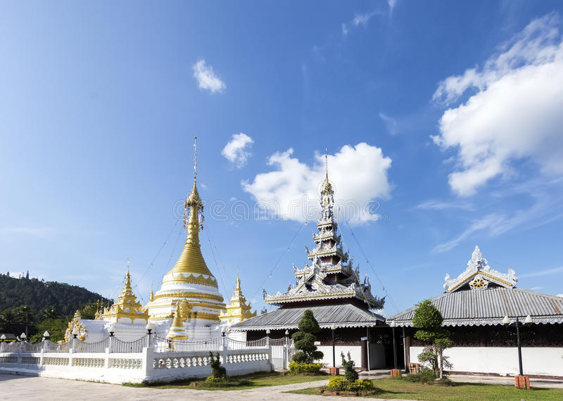 Download Wat Jong Kham Wat Jong Klang Obraz Stock - Obraz złożonej z pagoda, chmura: 28965777