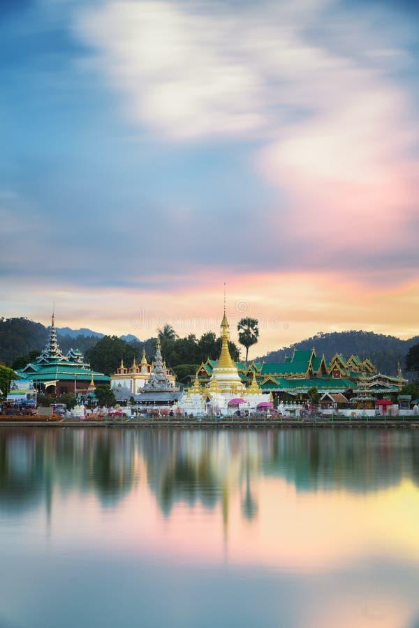 Wat Jongklang y Wat Jongkham imagen de archivo libre de regalías