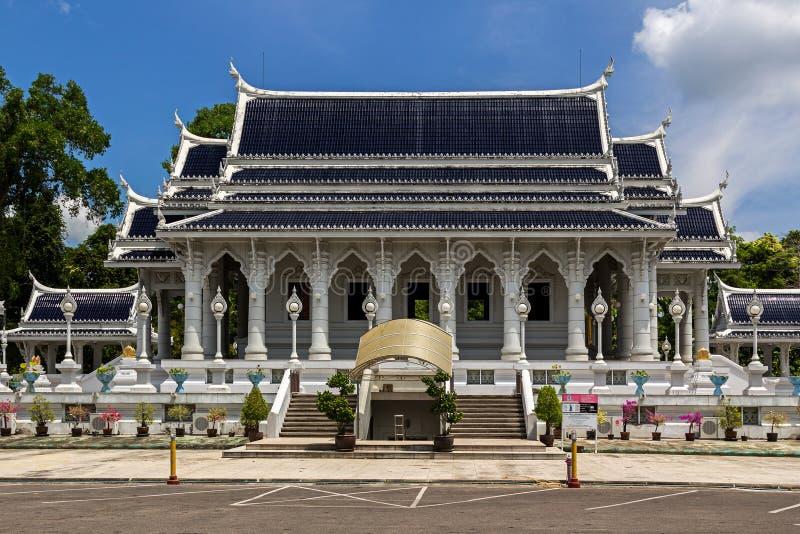 Wat Kaew Korawaram i den Krabi staden Vitt tempel arkivfoto