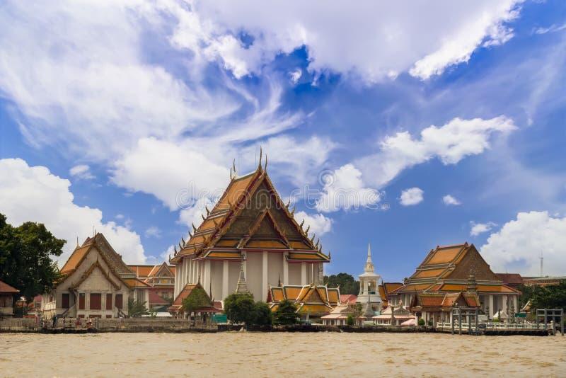 Wat Kalayanamitr Varamahavihara är en buddistisk tempel i Bangkok, royaltyfri foto
