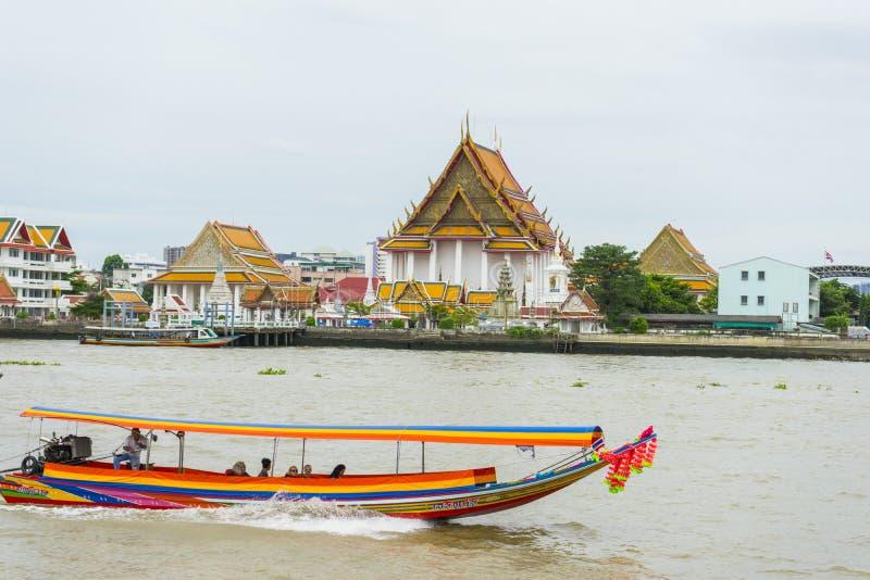 Wat Kanlayanamit, lokalizować na Thon Buri banku Chao Phraya rzeka zdjęcia royalty free