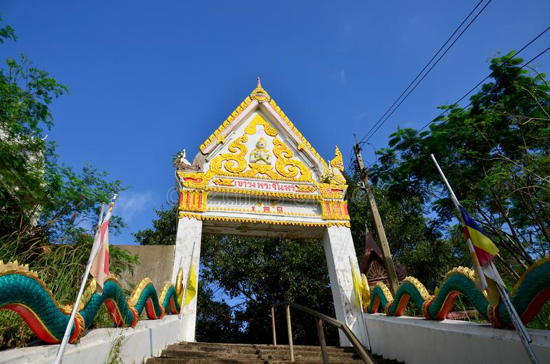Wat Khao Wong Phra Chan στην κορυφή του βουνού σε Lopburi, Ταϊλάνδη στοκ εικόνα με δικαίωμα ελεύθερης χρήσης