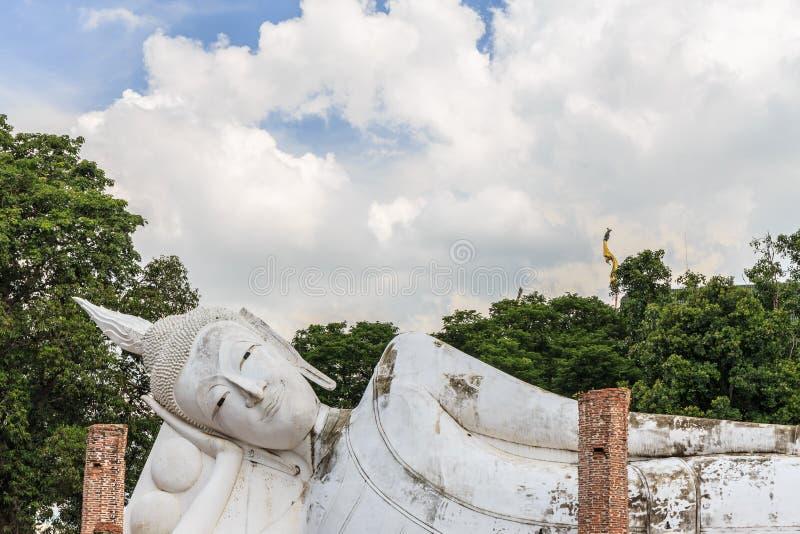 Wat Khun Inthapramun的斜倚的菩萨 免版税库存图片