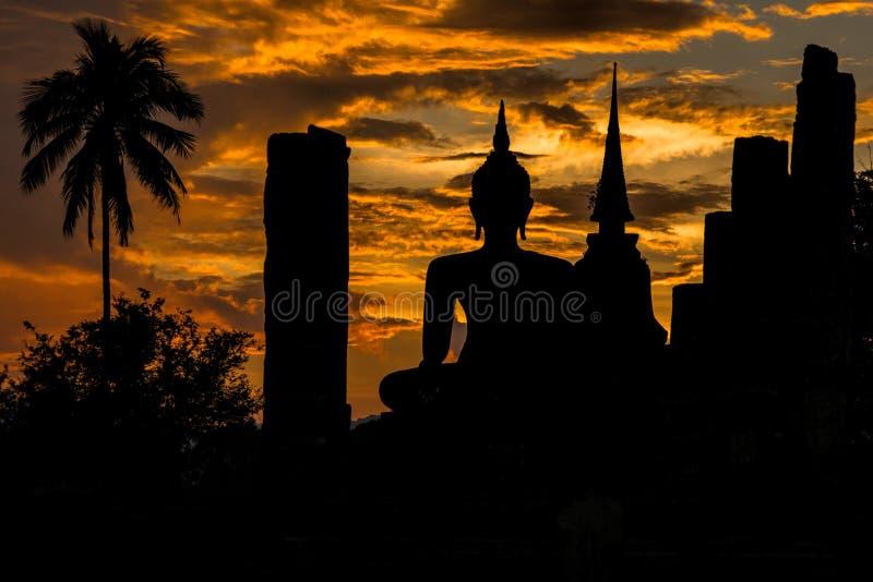 Wat Mahatat日落 库存图片